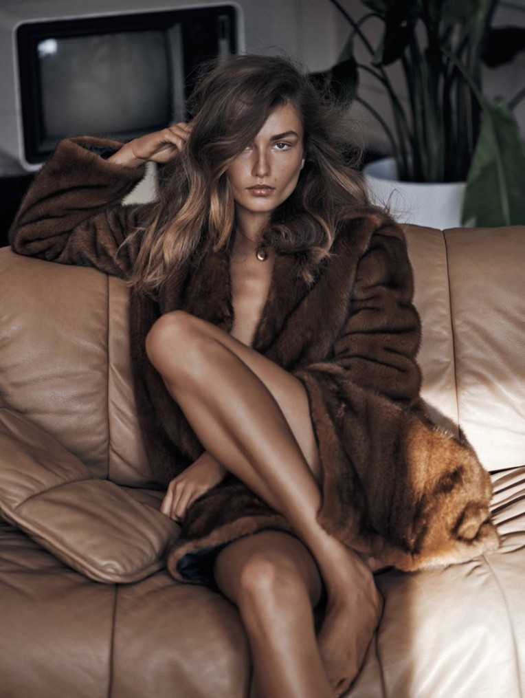 Editorial-Andreea-Diaconu-Vogue-China-November-2015-6-790x1050